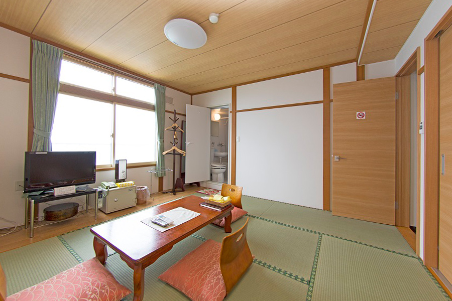 Japanese-Style 8-tatami Room with bathroom and toilet*Type-A(non-smoking room) For 2-3 people per room