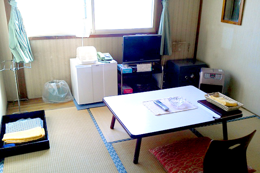 Japanese-Style 4.5-tatami Room without bathroom and toilet(smoking room) For 1-2 people per room