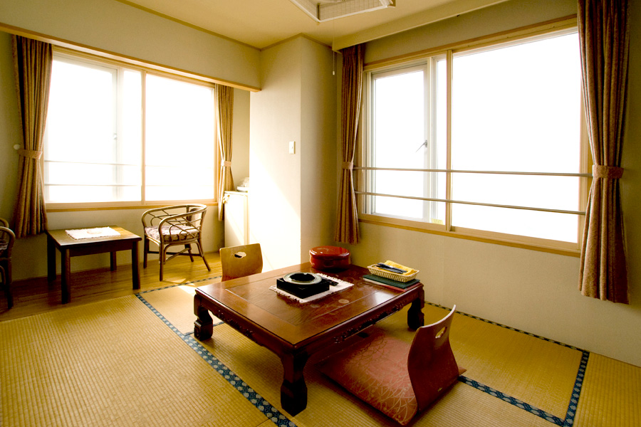 Japanese-Style 6-tatami Room without bathroom and toilet(smoking room) For 2-3 people per room