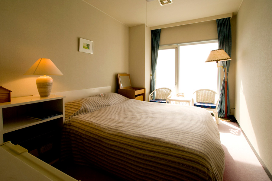 Western-Style Double Rooms with bathroom and toilet (non-smoking room) For 2 people per room